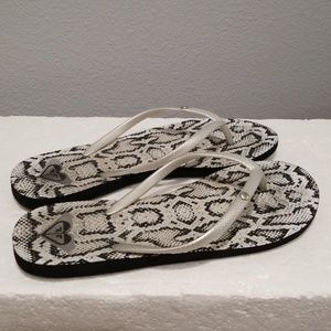 ROXY Flip flops Sz 8/9 Black White Womens slippers